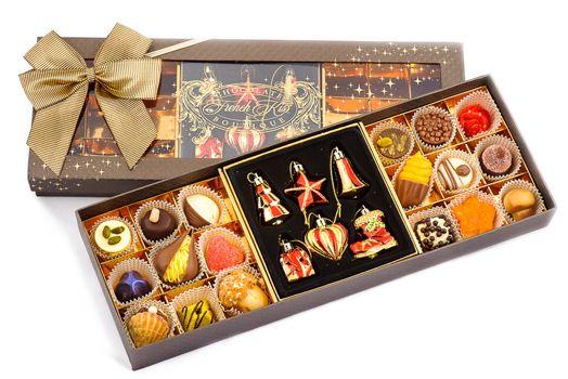 Конфеты в коробках к новому году